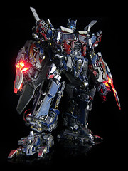 Dark of the Moon : Ultimate Optimus Prime (swords 3) (frenzy_rumble) Tags: camera matrix prime transformer evil icestorm hook custom commission seeker fr convoy sunstorm autobot reflector spyglass scavenger nemesis viewfinder mixmaster decepticon scrapper lacquer kitbash shockwave artfire devastator pretender nightstick longhaul cliffjumper bonecrusher spectro combiner enamels skywarp omegasupreme targetmaster darkofthemoon thunderwing houseofkolors frenzyrumble fansproject frenzyrumblecom humanalliance procustomizers peaugh sentinalprime midwarp