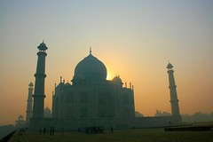 Sunrise after 1001 nights (io747) Tags: india love sunrise asia asien dream tajmahal agra orient grab sonnenaufgang indien liebe mrchen 1001nacht