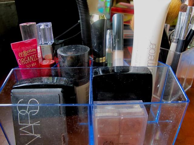 Organizing Vanity Dresser (14)