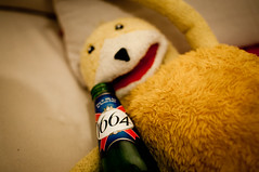 flat eric in 1664 (Max.photographies) Tags: party beer yellow heineken fun nikon eric flat humour alcool beat soire nikkor 18 35 afs biere dx 1664 bourr d5000 soirechezmoi