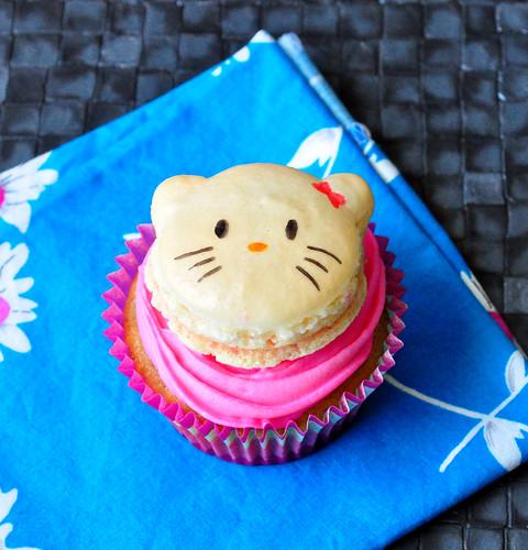 Hello Kitty Macaron Cupcake