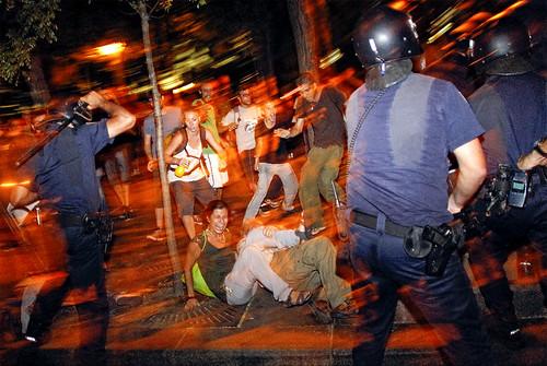 Incidentes entre policías e indignados