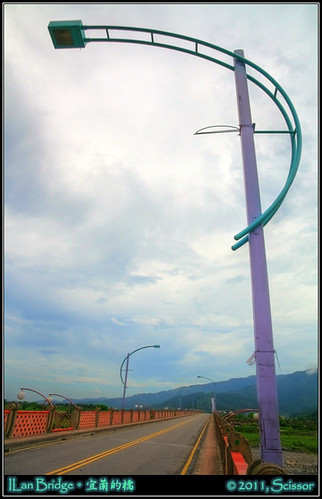 泰雅橋路燈