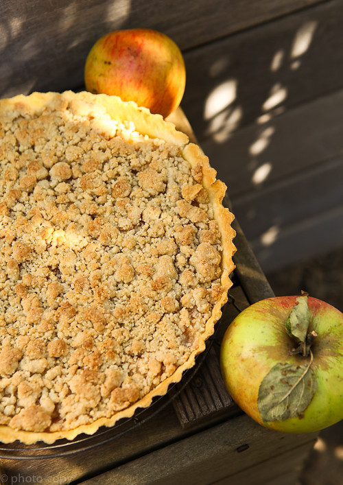 apple crumble - very strong light today