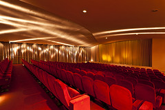Filmcasino_Saal_IMG_8396 (Robert Gtzfried - www.robert-goetzfried.com) Tags: cinema classic film munich mnchen kino leer seats filmcasino leinwand sitze kinosaal sitzreihen gtzfried sthlestuhlreihen
