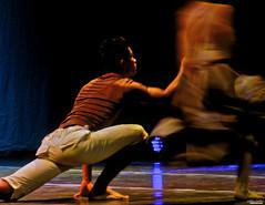 Capturando a un fantasma (Explored) (Blas Torillo) Tags: people ballet art méxico mexico teatro nikon dancers arte gente danza coolpix puebla moderndance scenicart p500 professionalphotography bailarines danzamoderna nikonp500 coolpixp500 fotografíaprofesional mexicanphotographers fotógrafosmexicanos arteescénico