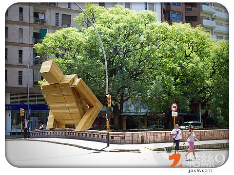 Cardboard-Giant-1