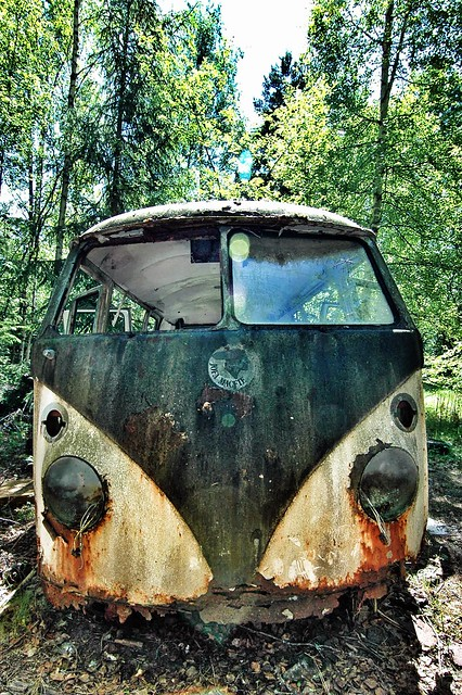 bus classic cars abandoned graveyard car vw volkswagen nikon rat rust geocaching d70 nikond70 sweden decay abandon mango geocache vehicle hippie oldtimer rusting van decaying ratrod barndoor bromley urbex aircooled youngtimer type2 splitty splittie hippiebus splitwindow båstnäs junkjard gc1ehde
