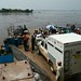 Ferry que cruza o gigante Rio Congo ou Zaire