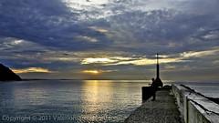Pescatore #1 (vuemme) Tags: sunrise fisherman tramonto mare fisher pescatore riccione vallugola angeli baia