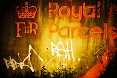 Royal Parcels (Lauren Goode) Tags: uk england film sign wall graffiti lomo lca xpro lomography cross mail kodak crossprocess painted royal queen processing roll crown analogue peelingpaint olney rollfilm etkachrome