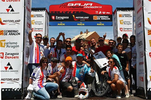 El equipo de Farrés en el podium de la Baja Aragón 2011