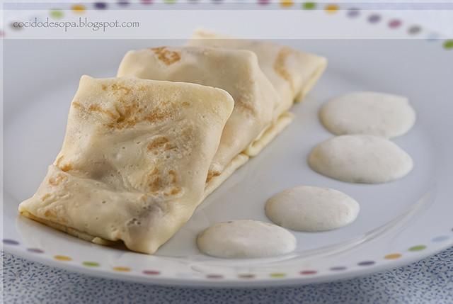 Crêpes rellenas de pollo, melocotón y queso con salsa bechamel aromatizada al ajo_2