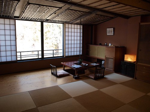 琉球畳に掘りごたつ。広々。