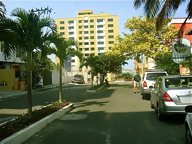 5983986895 f7e7e21597 o Manta Ocean View Apartment $76,000