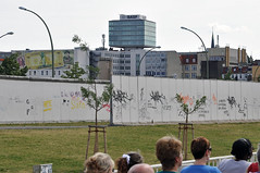 Double Wall (caribb) Tags: city urban berlin germany deutschland graffiti landmark historic communism berlinwall stadt ddr division capitalism allemagne centrum gdr eastberlin divide eastgermany westgermany berlinermauer ideology failures fail westberlin stedelijke doublewall    berlnskze    berlinemur berlinemuur berlinaaparete
