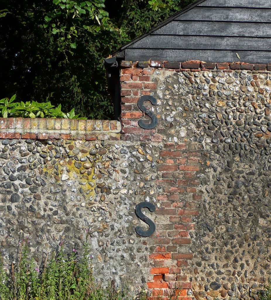 Flint wall with S-iron wall plates