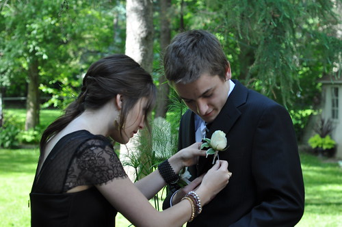 Pinning on the boutonniere