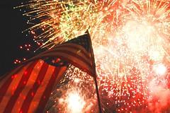 [フリー画像] イベント・行事・レジャー, 国旗, アメリカ独立記念日, 花火, アメリカ合衆国, 201107090100