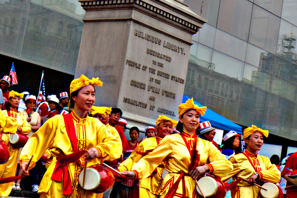 Falun-Dafa-drummers--Olde-City-(detail)