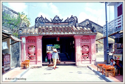 Entrance Japanese Bridge in Hoi An