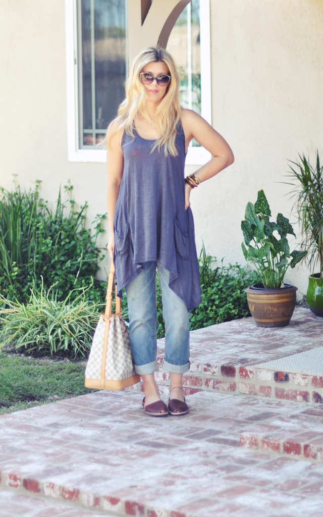 cuffed jeans and   trapeze  tank with sandals from spain