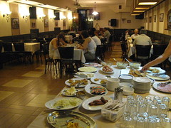 2011-2-belgrado-058-hotel roayl - breakfast