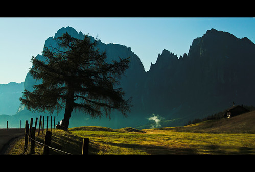 Not Too Early [Explore] (David Butali) park italy holiday green grass landscape italia estate alba natura sis turismo paesaggi montagna mavi pus yeil aa 500d dylan66