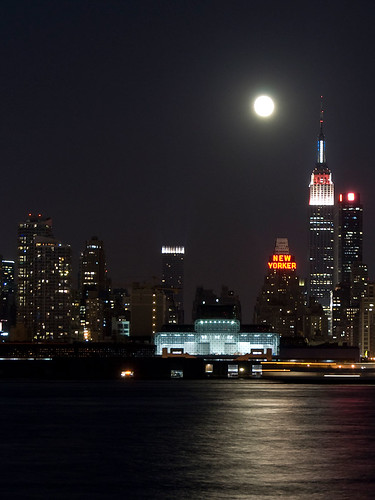 Full Moon over Manhattan by jankor