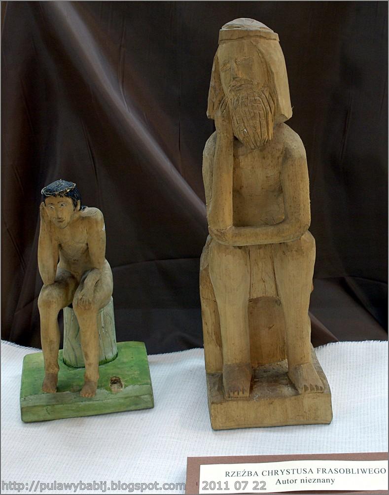 Rzeźby ludowe Chrystusa frasobliwego w Muzeum Ziemi Biłgorajskiej