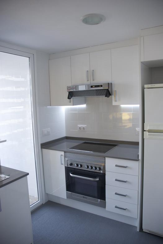 antes-despues-apartamento-playa-cocina
