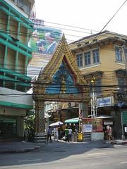 Bangkok, Charoen Krung Road (Stewie1980) Tags: road street thailand temple gate bangkok finepix fujifilm a700  charoen krung   thanon fujifilmfinepixa700