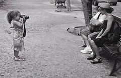 FOTOGRAFA DEL SIGLO (Samy Collazo) Tags: barcelona madrid chile china street santiago urban bw españa argentina girl grancanaria cali japan brasil riodejaneiro uruguay quito ecuador sevilla buenosaires colombia puertorico streetphotography australia bolivia asturias pb andalucia bn niña murcia galicia sanjuan segovia tenerife catalunya asuncion paraguay panama montevideo lapalma lapaz medellin brasilia islascanarias fotografa urbanphotography estremadura canoneosa2 fotourbana canon28105usm olétusfotos samycollazo