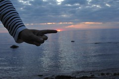 Pointing to the sunset (stenaake) Tags: sunset sea sun sweden finger baltic gotland scandinavia sigsarve