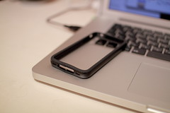 iPhone 4 の純正Bumperが壊れた。もう三代目。