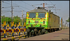 30246 entering dhanbad with NDLS-SDAH Duronto Exp. (Raj Kumar (The Rail Enthusiast)) Tags: station platform express kolkata raj abb kumar westbengal livery howrah dhanbad rajdhani sealdah ghaziabad 30246 shatabdi duronto wap7