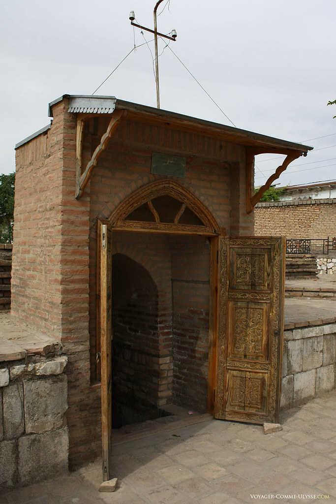 A entrada muito discreta do mausoléu de Tamerlão em Shakhrisabz.