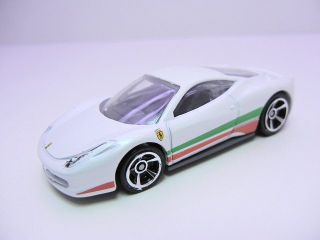 hot wheels 2012 ferrari 458 italia (2)