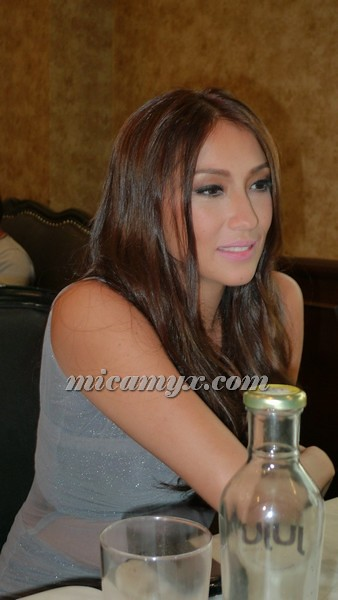 Solenn fighting the temptation.... to eat :P