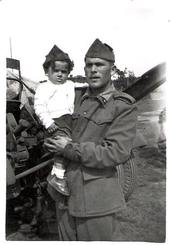Javier Aranda de niño en el cuartel
