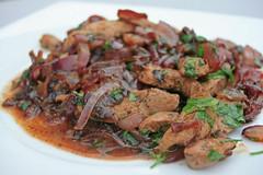 Foie de veau et fondue d'oignons rouges