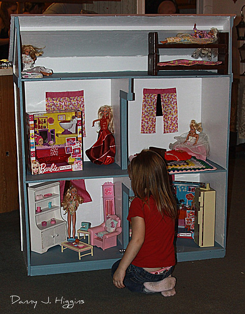 A Barbie Doll House For Sophie....IMG 9568