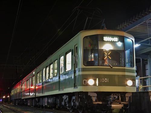 江ノ電1001F+305F稲村ヶ崎行き最終電車@長谷