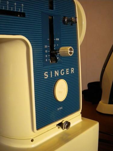 Singer 676G