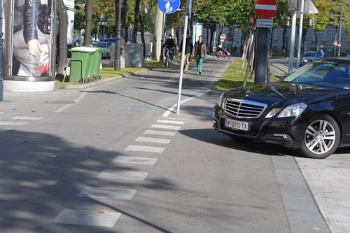 Vienna Cycling Path, Turning Car