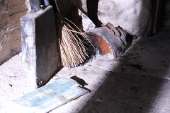Herramientas de chimenea (Dazink) Tags: tools herramientas chimenea escoba