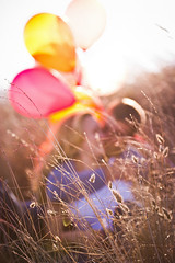 (jellly'a) Tags: love field grass balloons engagement kiss lensflare coosbay nikond3s