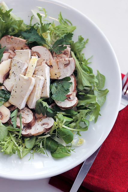Goat Cheese, Mushrooms and Mixed Leaves
