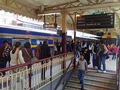 繁忙的火车,周日早上,上午9:14