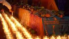 Encendiendo las mil luces . (Chan Kah) Tags: mexico folklore altar diademuertos puebla ofrenda tradicion zacatlan chignahuapan